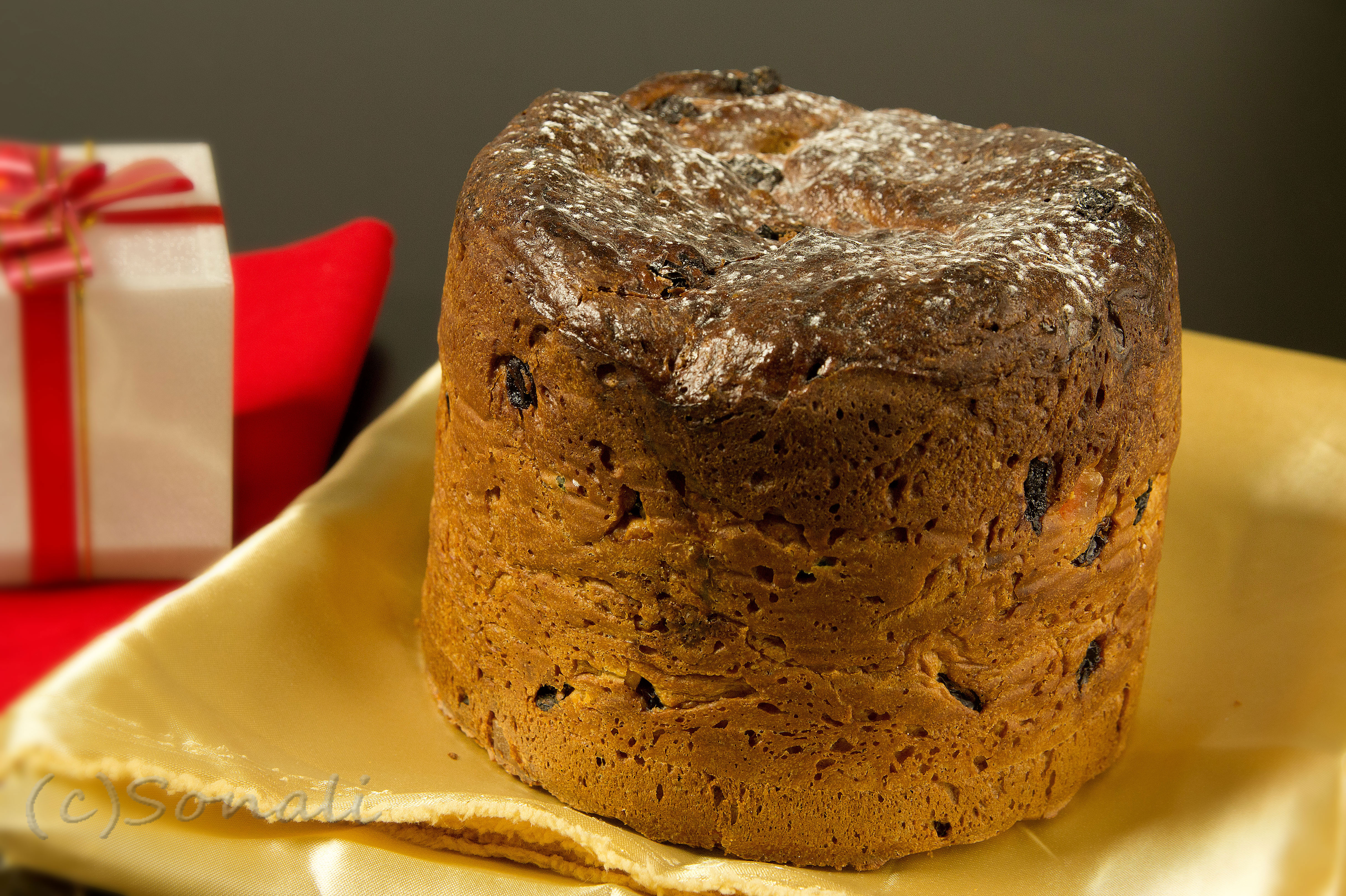 Panettone: Italian Christmas Sweet Bread |